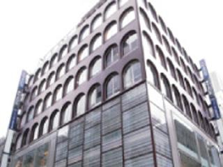 1階入り口右に、のエスポワール株式会社のプレイトがあります。